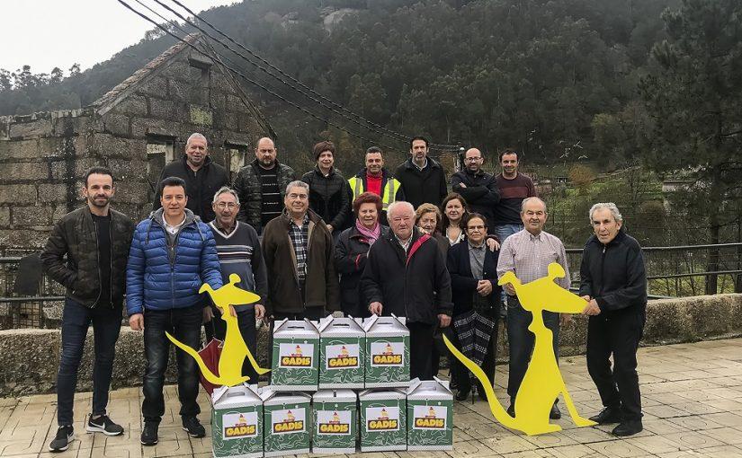 O FESTIVAL DE CANS E GADIS FAN ENTREGA DE 25 CESTAS DE NADAL A VECIÑAS E VECIÑOS DE CANS